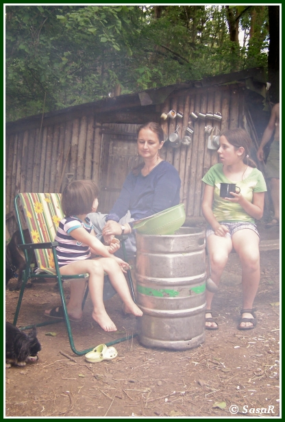 zátiší dětí se sudem gambáče .-)