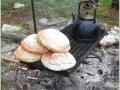 Peceni chleba v horkem popelu (2)
